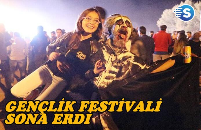 Gençlik Festivalinde kapanışı Selda Bağcan ve Teoman yaptı