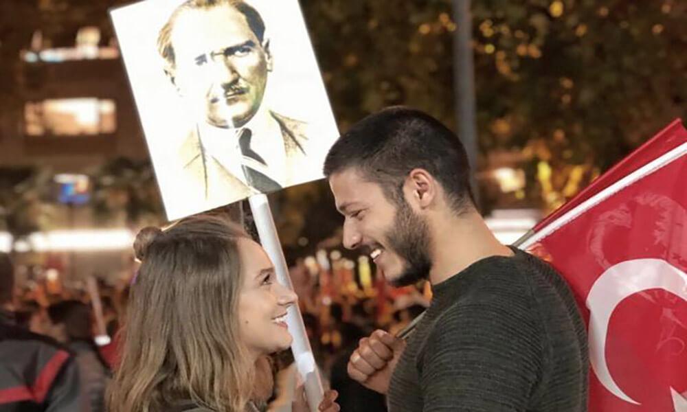Kubilay Aka ve Miray Daner'in 29 Ekim fotoğrafı simge haline geldi!