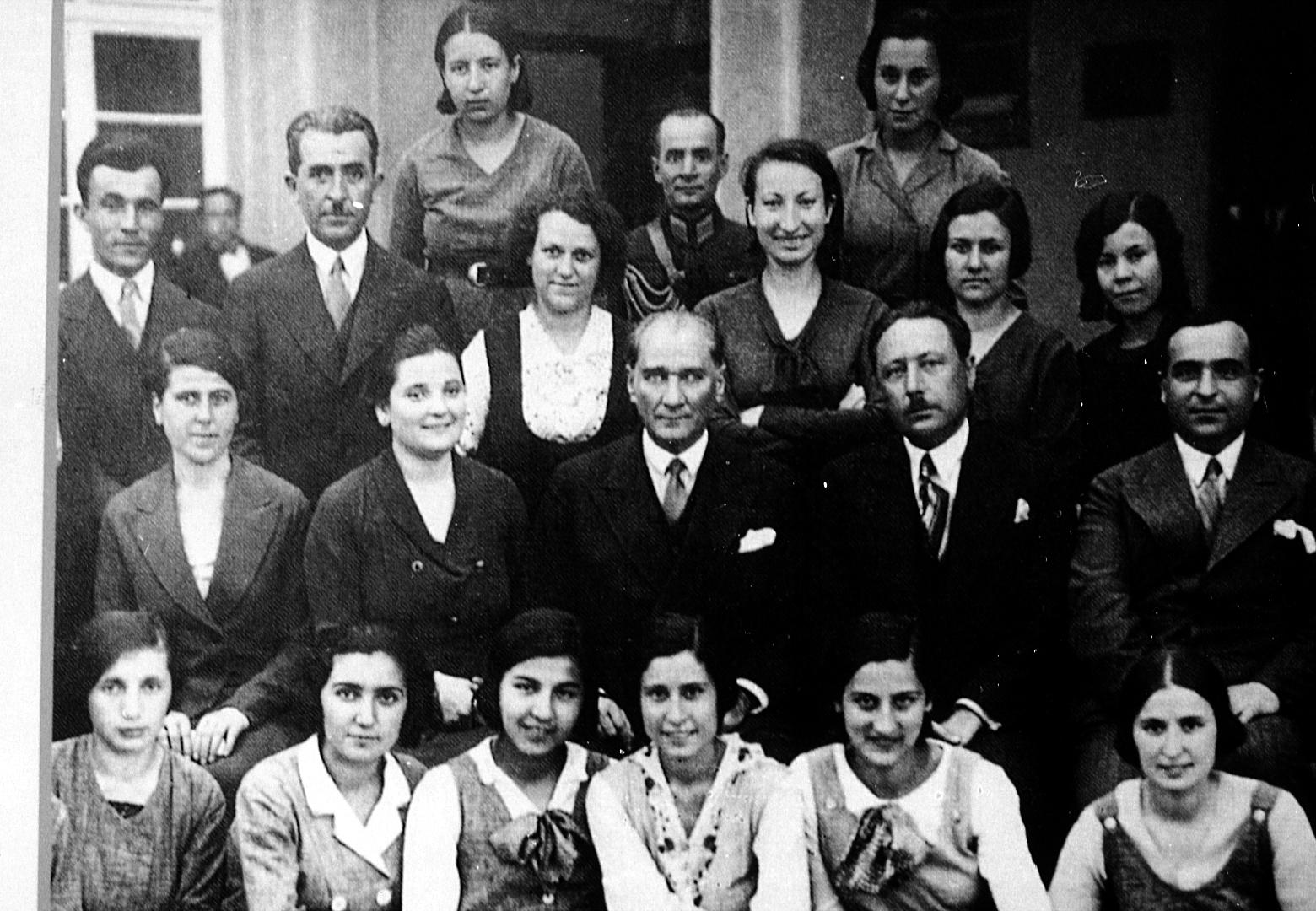 turkiyenin-ilk-kadin-muhendisi-sabiha-rifat-gureymanin-ilginc-hikayesi