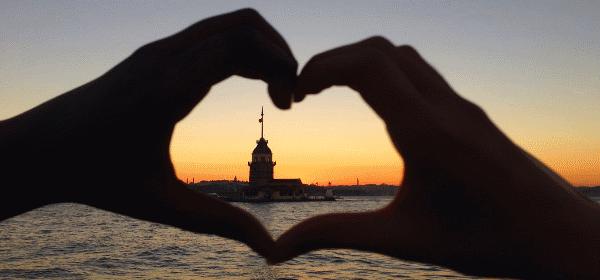 romantik-tatil-kız-kulesi-sosyal insan